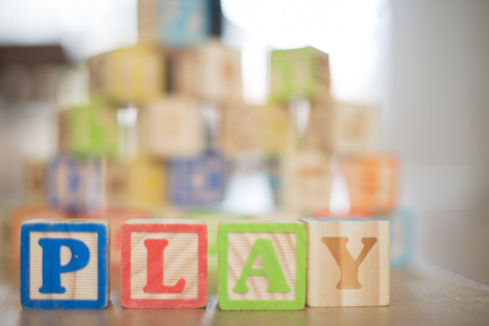Kdo si hraje, nezlobí