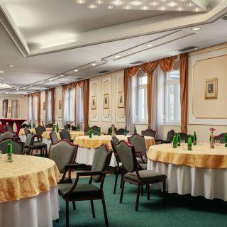 Hotel Ambassador - Zlatá Husa - Dvořáková síň