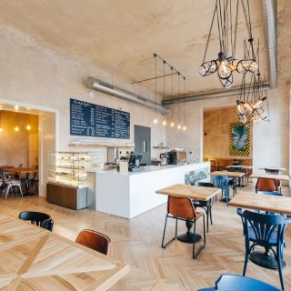SmetanaQ - SmetanaQ Café & Bistro