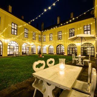 Chateau Hostačov - Nádvoří