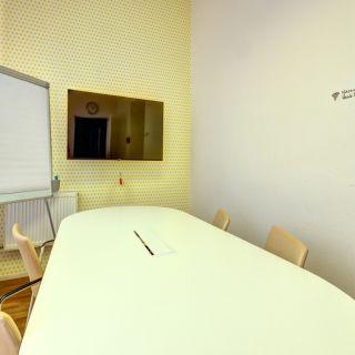 Impact Hub Ostrava - Žlutá zasedačka