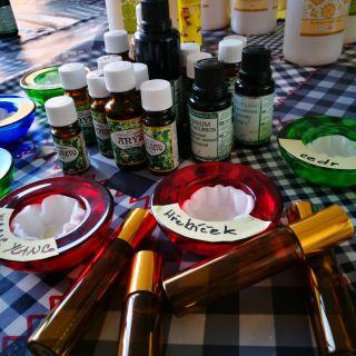 MOBILNÍ KREATIVNÍ VÝTVARNÉ DÍLNY - Osobní harmonizační parfém