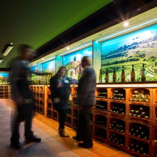 "Hotel Galatea - Galerie vín ""PO SKLENIČCE"""