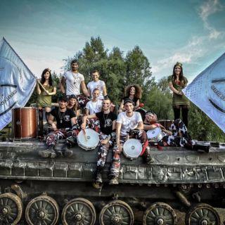 Tokhi & the Groove Army - korporátní bubnování nejen na váš teambuilding - Barevná  Symfonie – kratší verze skupinového bubnování – cca 25min.
