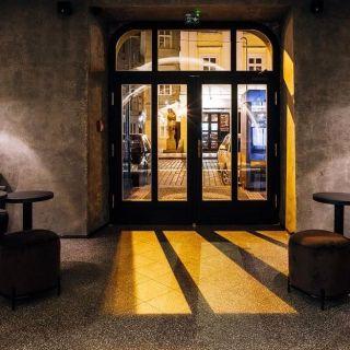 Moon Club & Lounge