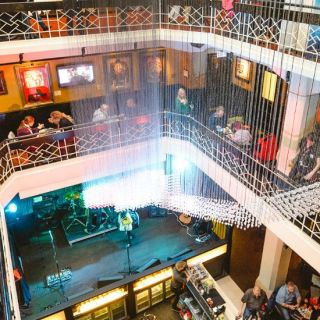Hard Rock Cafe Praha - 2.patro Mezzanine