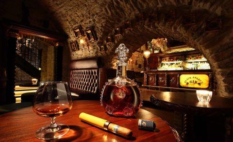 Black Angels Bar