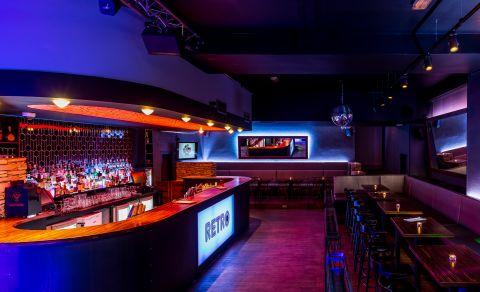 Retro Cocktail & Music Bar