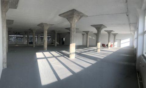 Pražská továrna