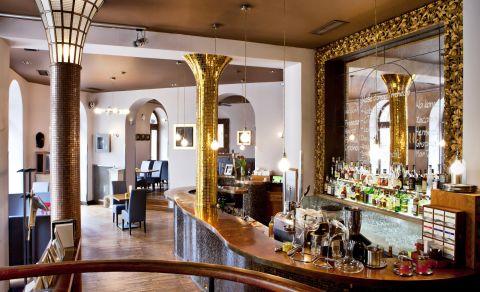 Hotel Nautilus a restaurace Goldie