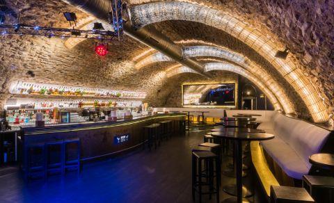 ZONE Cocktail & Music bar