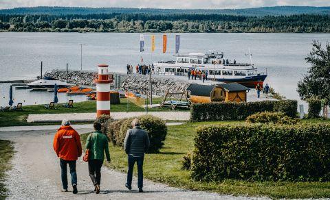 Parníky na jezeře