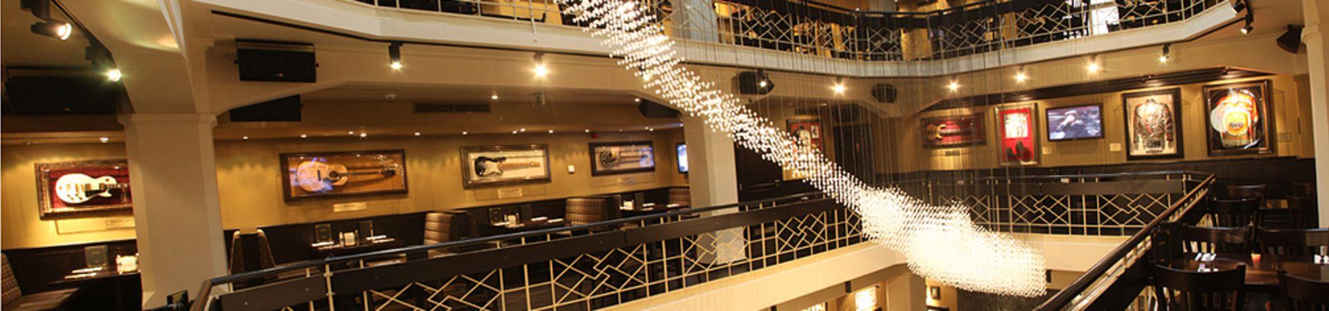 Hard Rock Cafe Praha - 1.patro Lounge + 1.patro Atrium